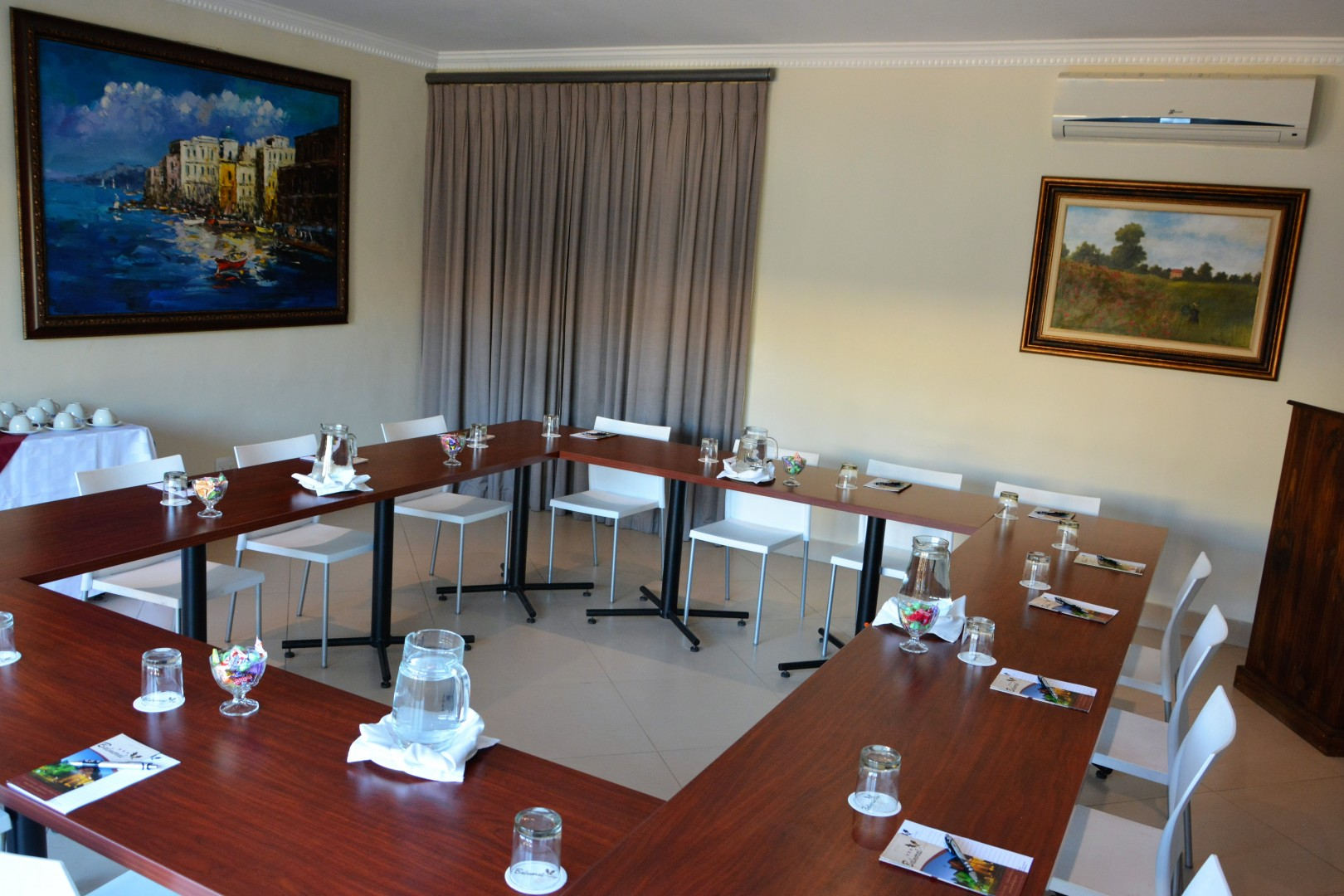 balmoral-lodge-conference-room-2