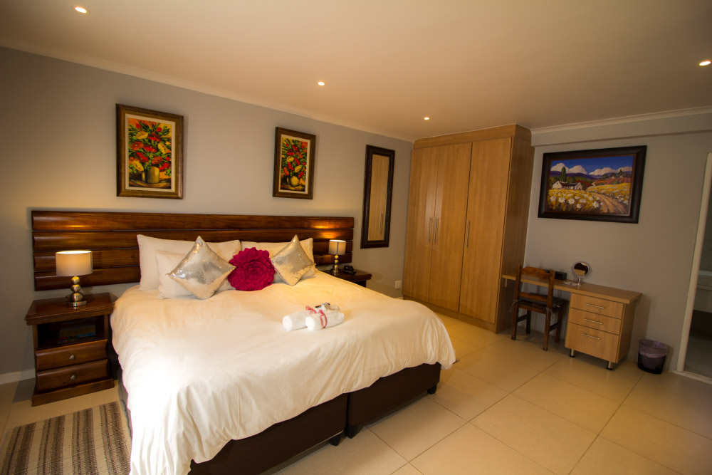 Balmoral Lodge Bellville Accommodation Bedroom 5